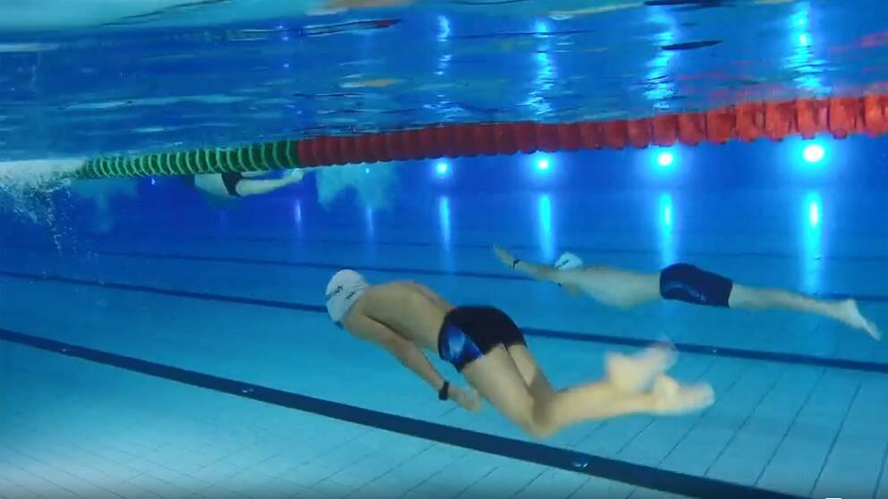 Max tränar simning.