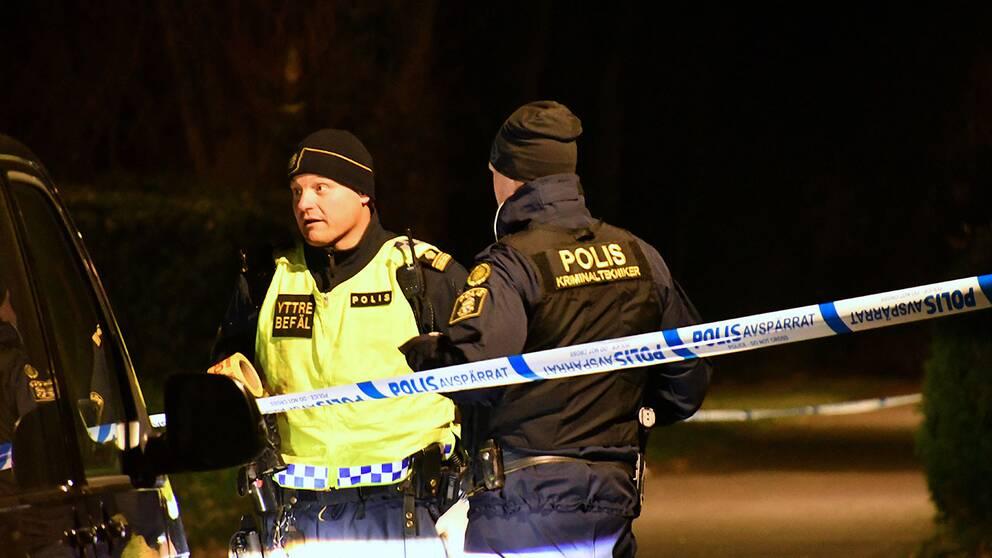 Polis på plats i Kävlinge efter att en man förts till sjukhus efter ett slagsmål.