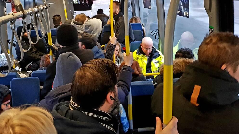 trångt buss 749 södertälje liljeholmen