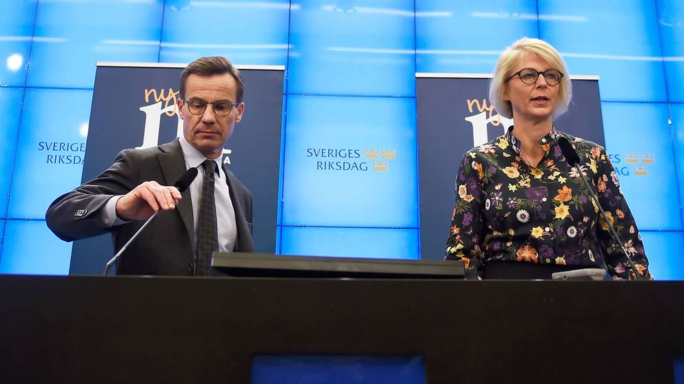 Moderaternas partiledare Ulf Kristersson och ekonomisk-politiska talesperson Elisabeth Svantesson (M) presenterar partiets budgetmotion vid en pressträff i riksdagens presscenter.