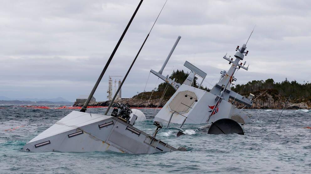 Den havererade fregatten KNM Helge Ingstad fotograferad den 14 november 2018.