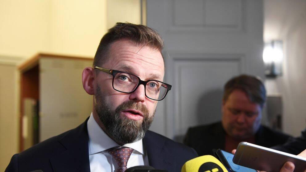 Jean-Claude Arnault kommer överklaga domen enligt hans advokat Björn Hurtig. På bilden syns Björn Hurtig som blir intervjuad i hovrätten.