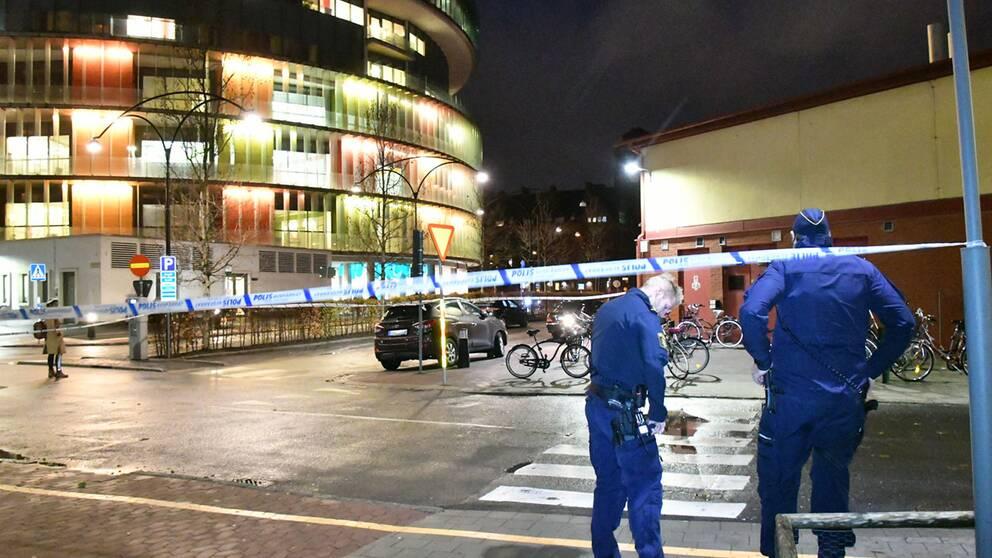 En stor polisinsats pågår vid akutmottagningen på sjukhuset SUS i Malmö efter att någon larmat om skottlossning i samband med ett bråk.