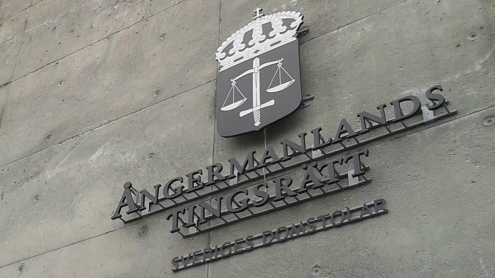 Två män döms till fleråriga fängelsestraff för våldtäkter på två unga kvinnor som rymts från ett ungdomshem.