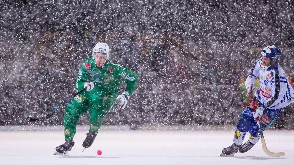 Hammarby och Villa möts på ett snöigt Zinkensdamm.