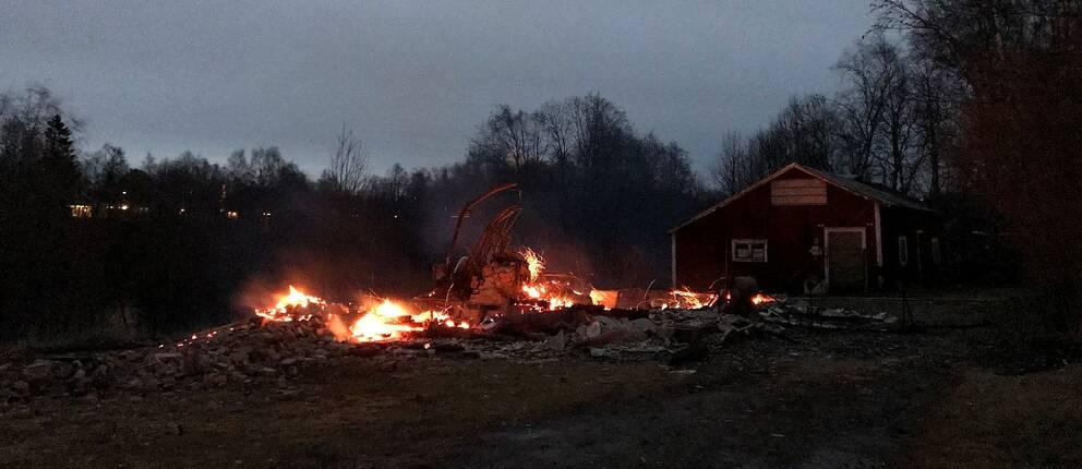 Villan gick inte att rädda utan brann ner till grunden.