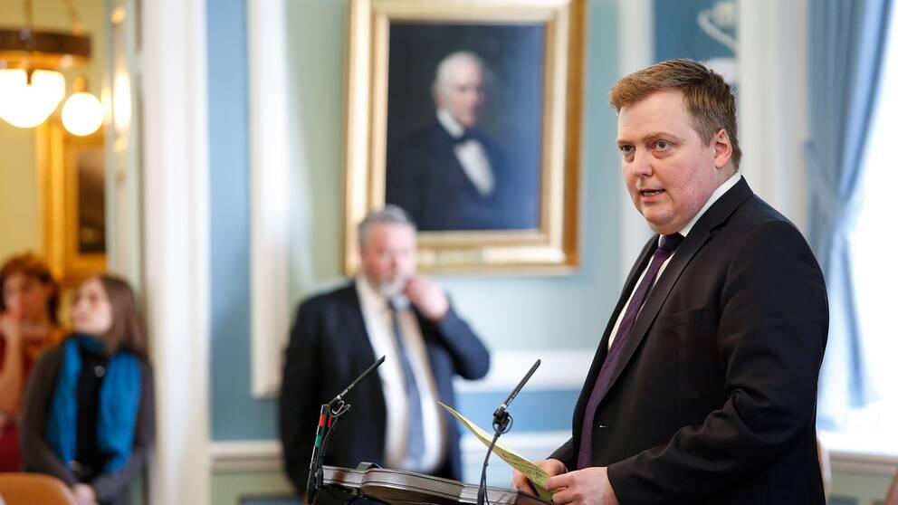 Islands statsminister Sigmundir David Gunnlaugsson talar i parlamentet.