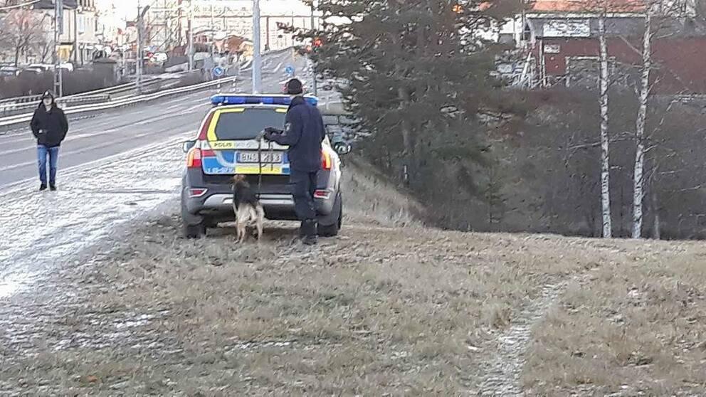 Polisen utreder ett personrån i området längs Kramforsån under onsdagseftermiddagen.