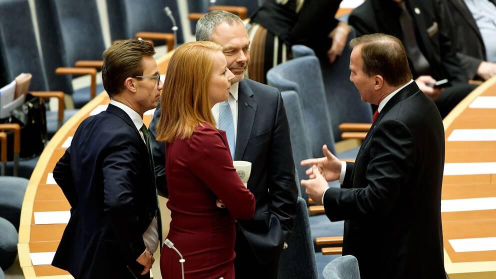 Ulf Kristersson, Annie Lööf, Jan Björklund och Stefan Löfven i riksdagen