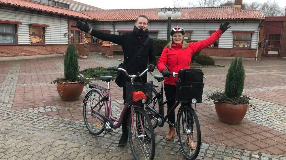 På företaget jobbar 37 personer. Maximilian Blomqvist och Marie Carlsson är två av dem som helst tar cykeln till jobbet.
