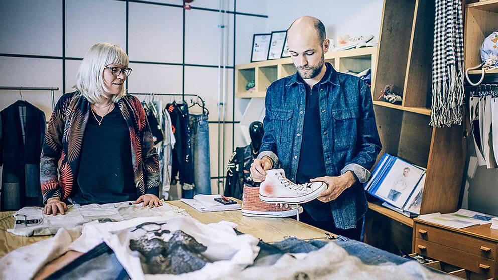 Inom projektet Re:textile på Textilhögskolan testas nya sätt att uppdatera och återanvända textil.