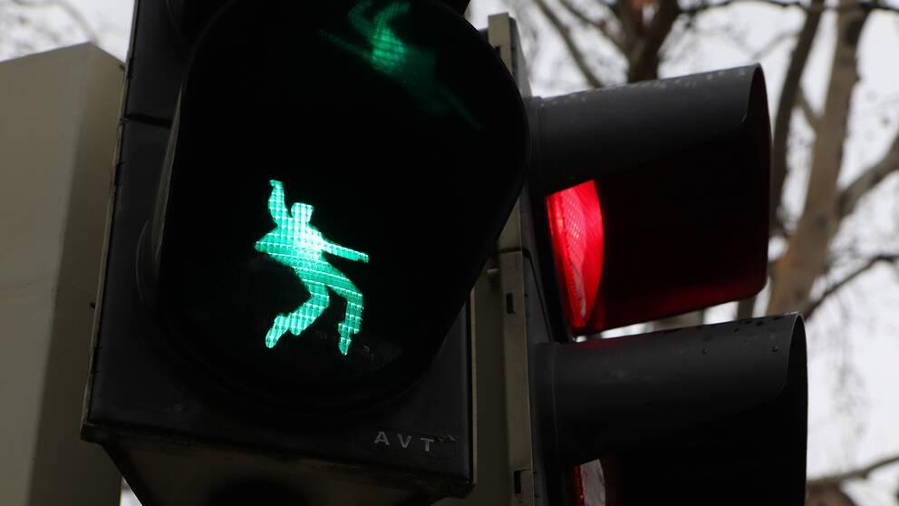 Elvis dansar loss på trafikljuset i Friedberg, Tyskland.