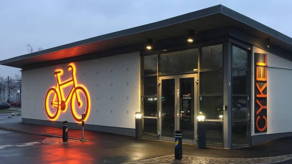 Cykelgaraget vid järnvägsstationen