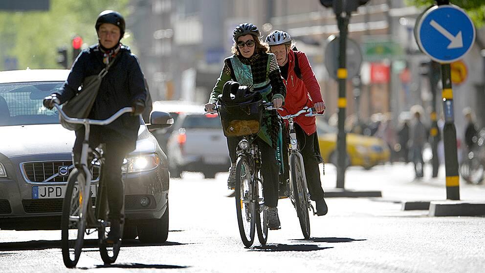 Trångt om utrymmet mellan cyklisterna i stan.