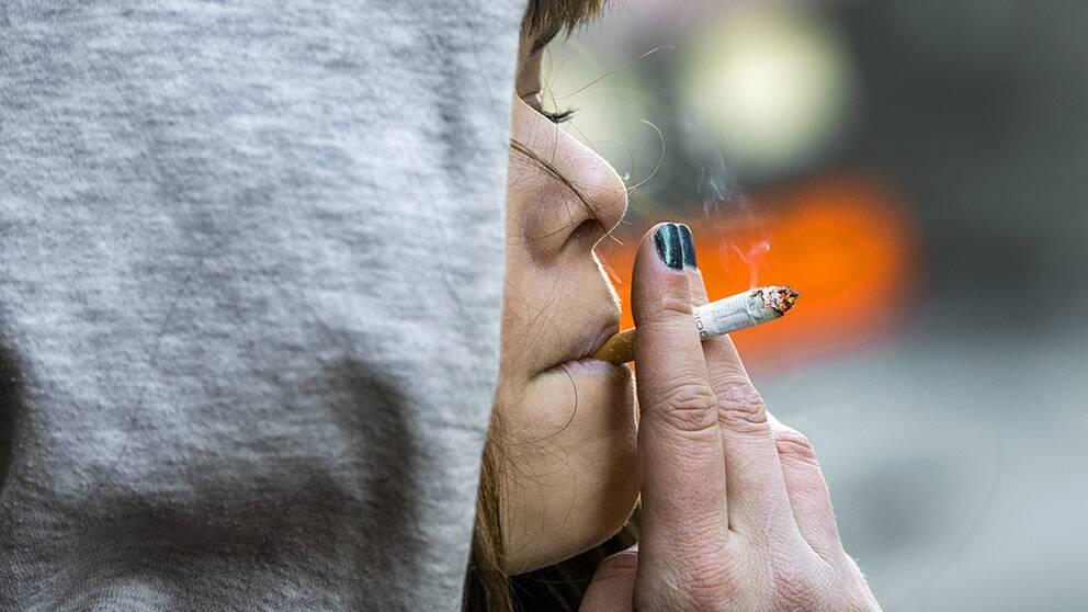 Rökande kvinna