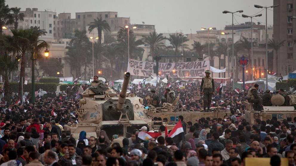 Tiotusentals demonstrerar på Tahrirtorget februari 2011.