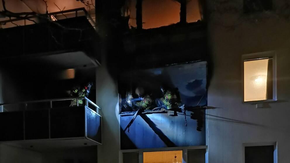 En lägenhet i Karlskrona brandhärjades under natten.