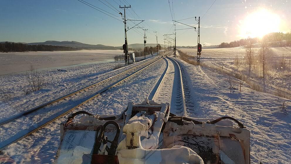 Snöröjning på norra stambanan vid Skästra driftplats.