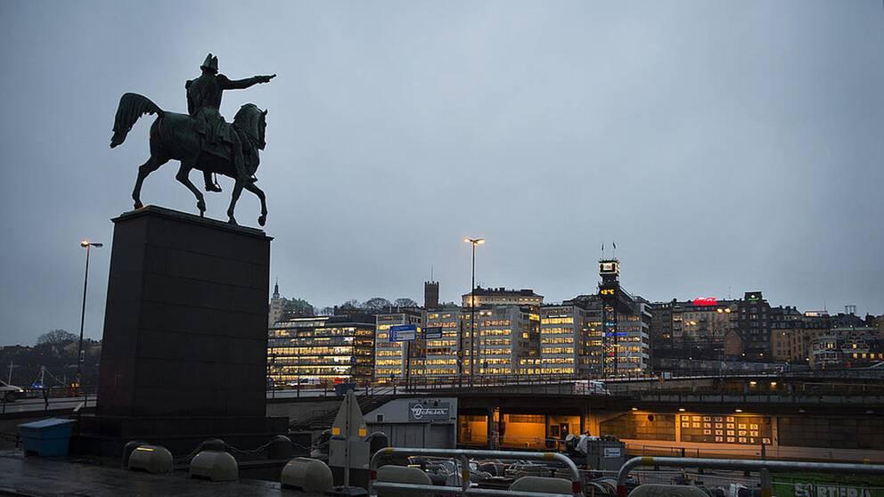 När Slussen började rivas var man tvungen att hitta en ny plats för ryttarstatyn med kung Karl XIV Johan.