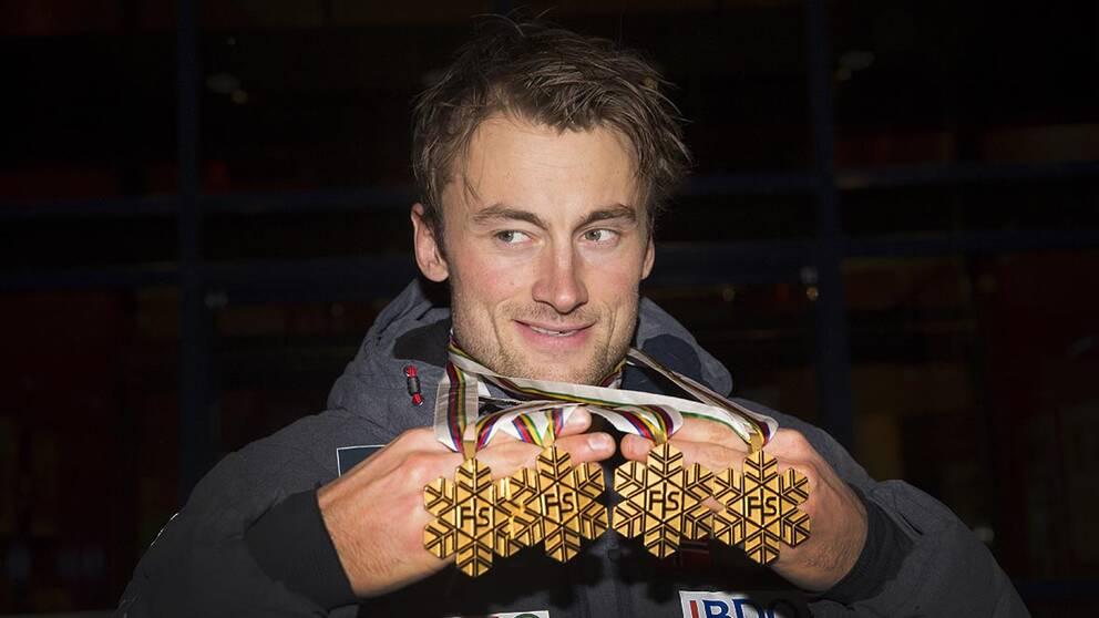Petter Northug jr fick segern i Tour de Ski 2016 efter att landsmannen Martin Johnsrud Sundby fråntogs segern på grund av dopning.
