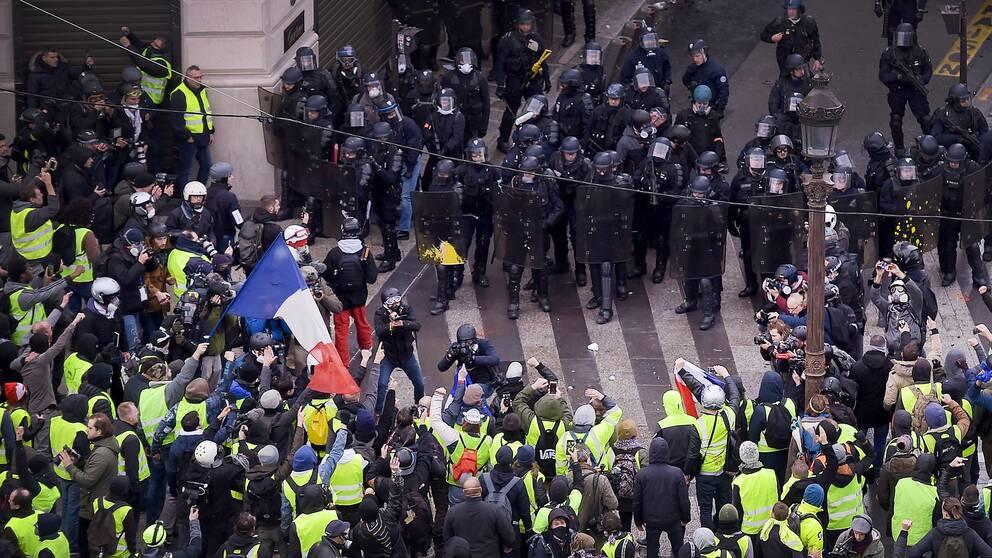Gula Västarna: Polisen Rustar För Ny Gula Västarna-protester I Frankrike