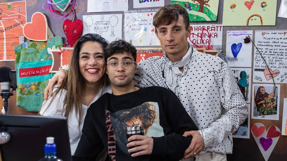 Farah Abadi, William Spetz och Daniel Adams-Ray är programledare för Musikhjälpen 2018