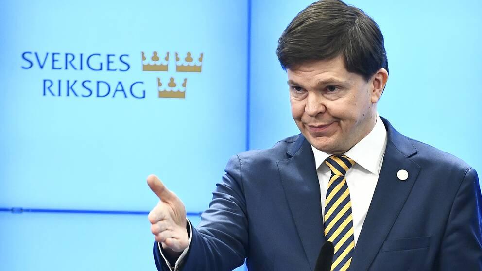 Riksdagens talman Andreas Norlén presenterar sitt förslag till statsminister under en pressträff i riksdagens presscenter.