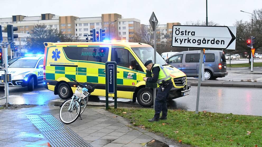 En cyklist blev påkörd av en bilist i en misstänkt smitningsolycka i Malmö under onsdagseftermiddagen.