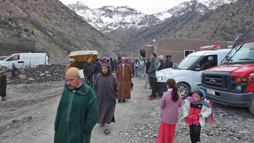 Människor på orten där kvinnornas kroppar hittades
