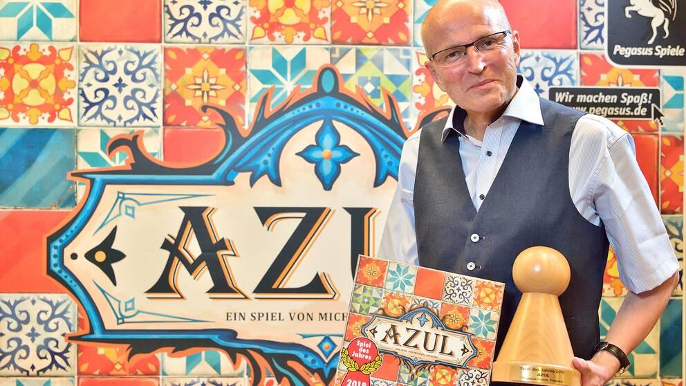 Azul-skaparen Michael Kiesling mottar stora kritikerpriset på Spiel des jahres 2018