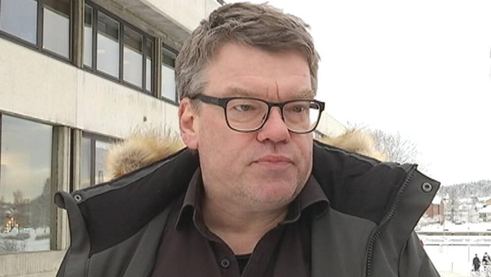 Porträtt på Roger Johansson Socialdemokraterna, Man i 50-årsåldern, kort hår och glasögon.