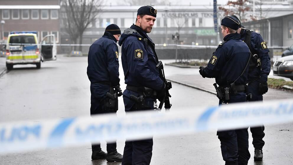 Polis på plats utanför Hässleholms Tekniska skola.