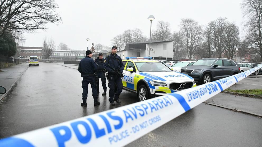 Polisen spärrade av ett stort område kring Hässleholms tekniska skola vid explosionerna i december.