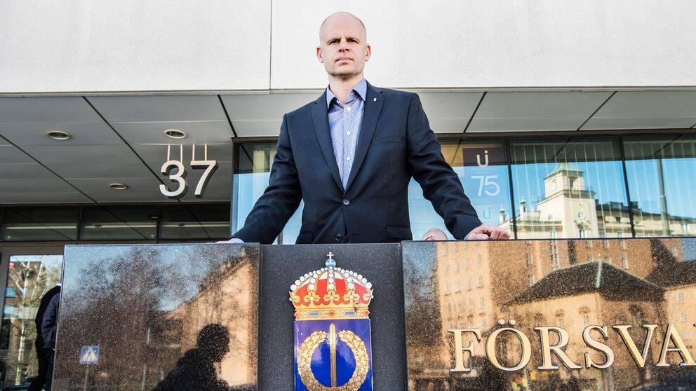 Björn Palmertz utanför Försvarshögskolan.