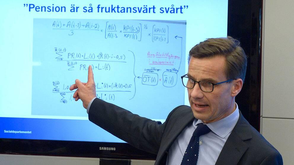 Arkivbild. Ulf Kristersson, ordförande i Pensionsgruppen, vid en tidigare presskonferens om förändringar i pensionsöverenskommelsen.