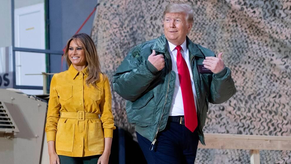 Donald och Melania Trump under sitt besök vid Al Asad-basen i Irak, där amerikanska soldater är stationerade.