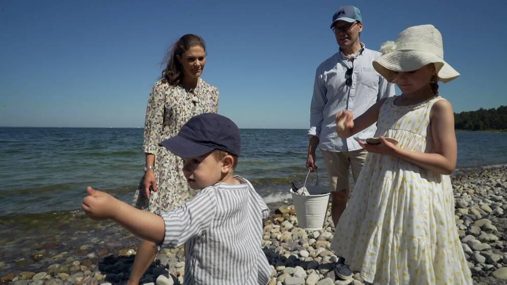 Kronprinsessan Victoria med prins Daniel och barnen Oscar och Estelle.