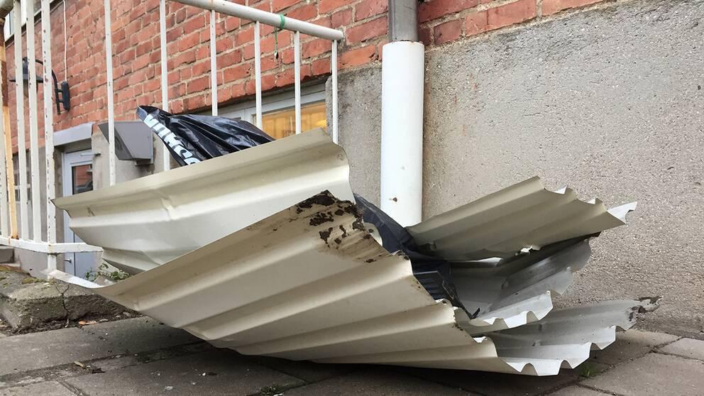 Lägenhetens balkong skadades vid sprängningen.