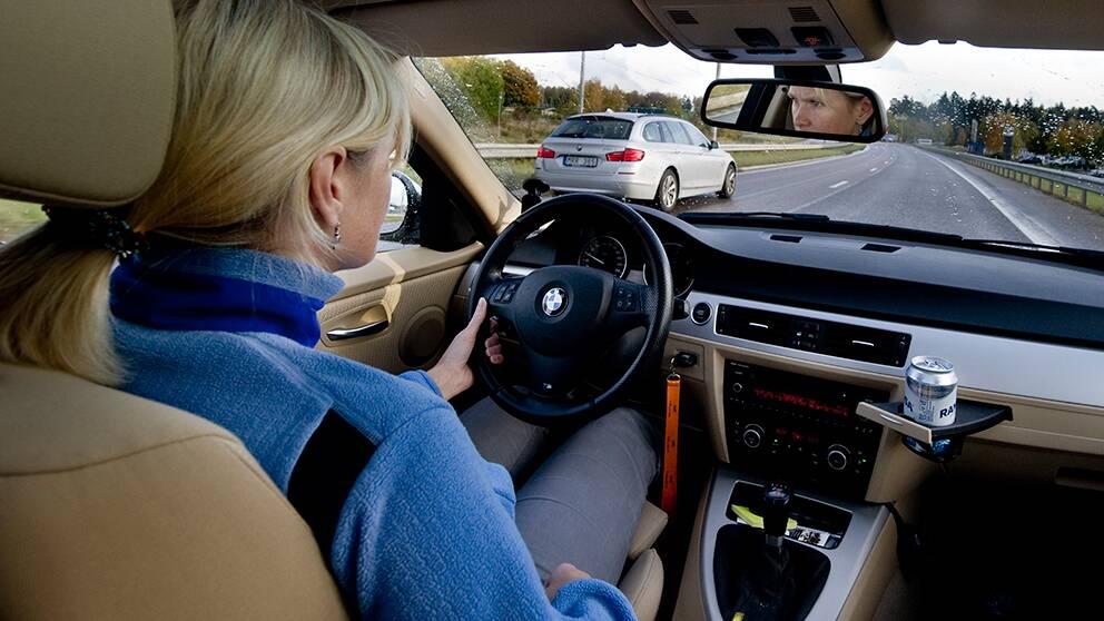 En stor del av alla resor till och från jobbet sker med bil.