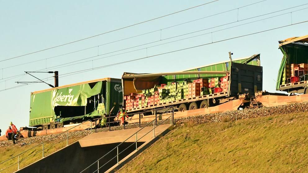Skadade lastbilstrailrar på godståget på Stora Bält-bron