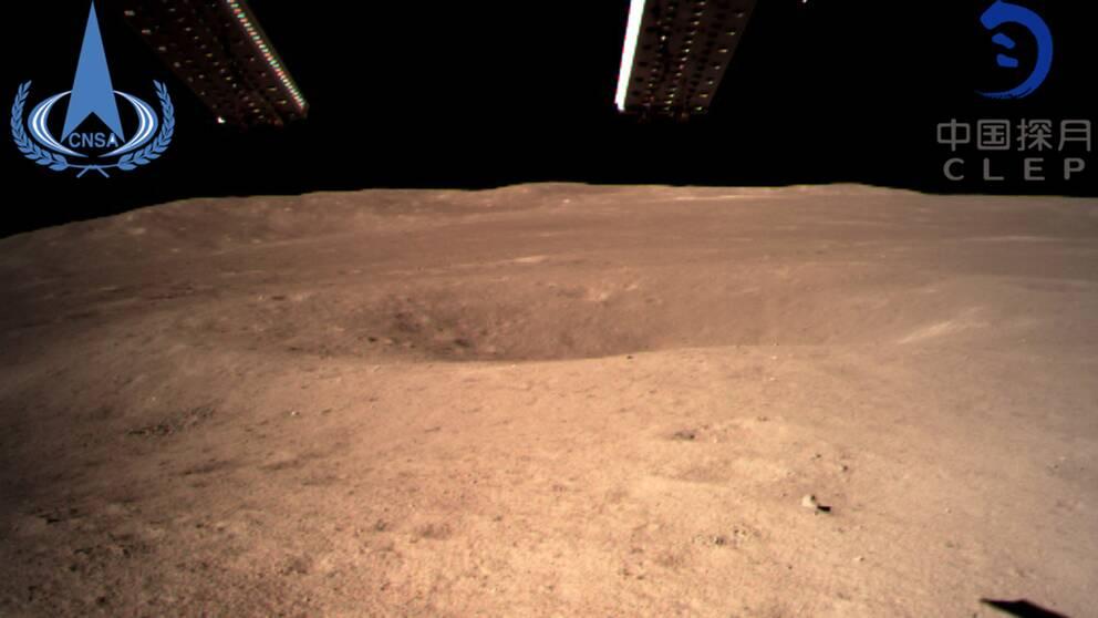 Bild på en krater på månens baksida.