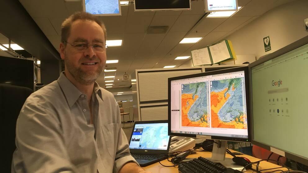 SVT:s meteorolog Per Stenborg förklarar att sviterna av vårt lågtryck ger snömängder i Alperna.