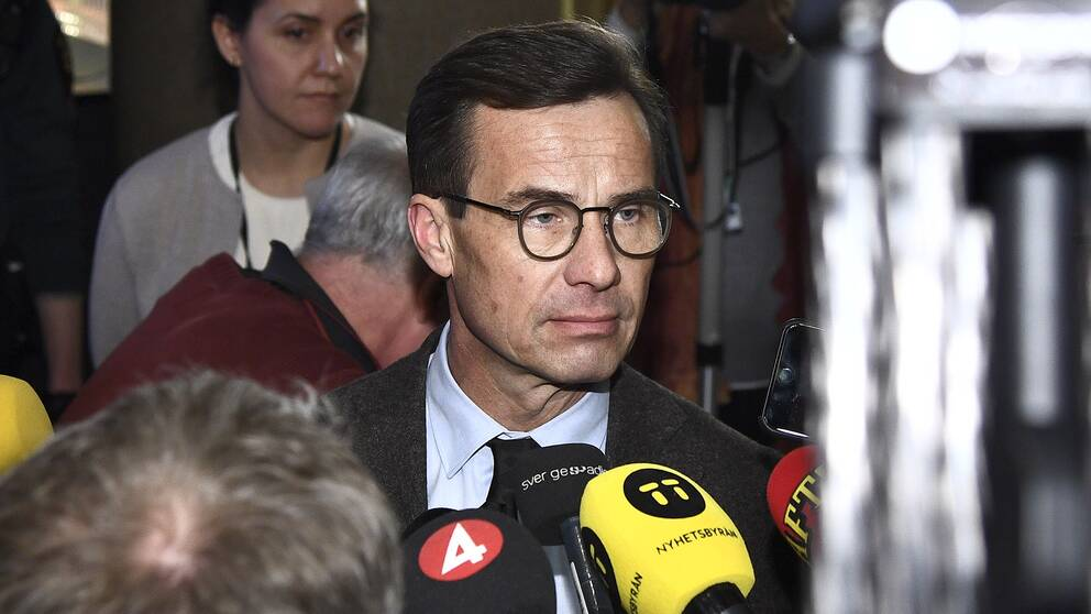 Ulf Kristersson (M) möter medierna efter talmansmötet.