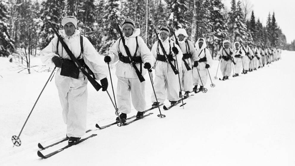 Soldater på skidor någonstans i Sverige