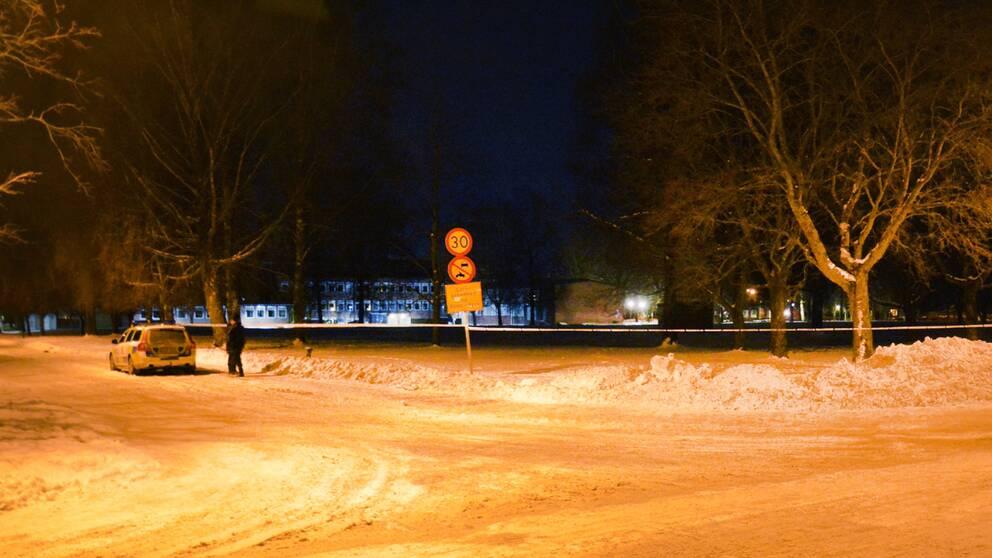 Ett område spärrades av i anslutning till Maserhallen efter skottlossningen i Kvarnsveden i Borlänge, polisen ville dock inte kommentera saken ytterligare i ett tidigt skede.