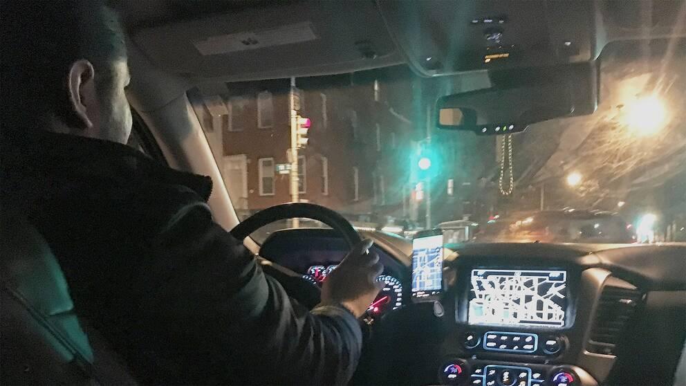 """Muhammad Shoab gör sin andra dag som uber-chaufför: """"Vi lever lön till lön, jag och min hustru"""""""