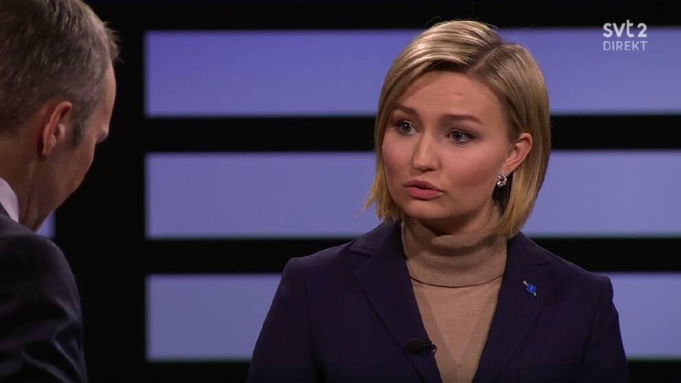 Ebba Busch Thor menar att Centerpartiet och Liberalerna har svikit ett viktigt vallöfte.