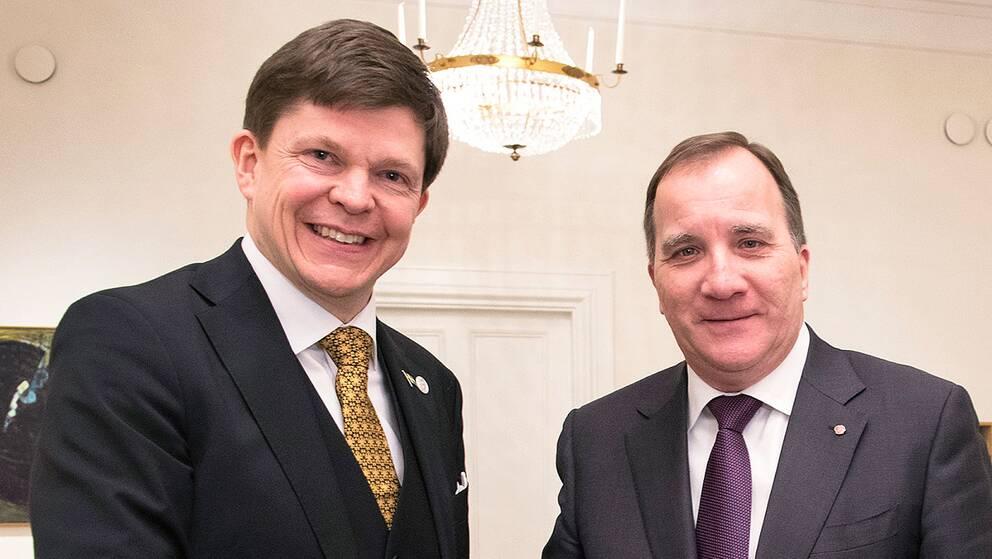 Talman Andreas Norlén tar emot Stefan Löfven (S)