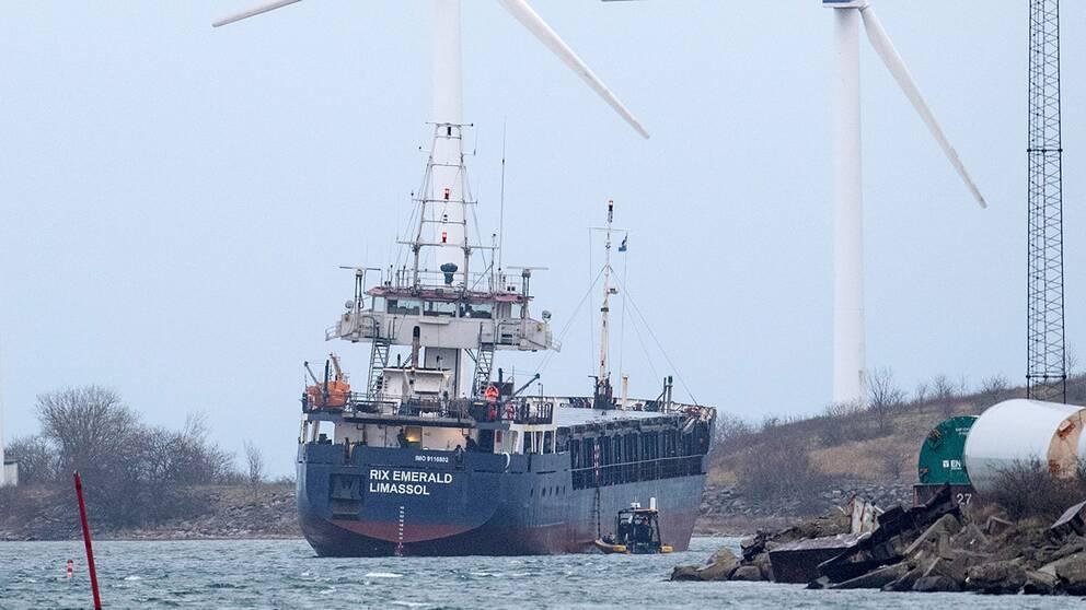 Ett fartyg grundstötte utanför Landskrona, men har nu bärgats.