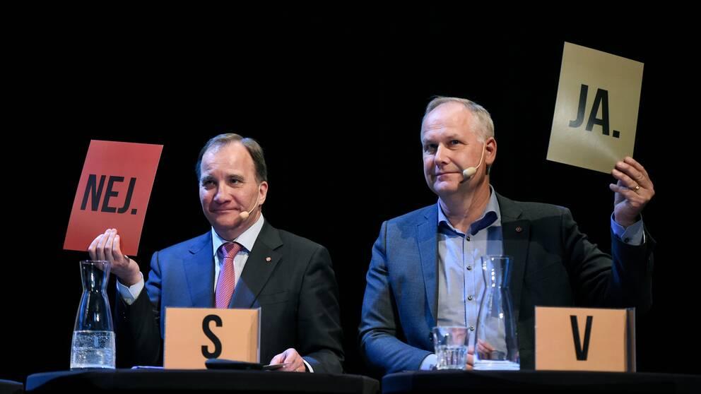 Jonas Sjöstedt (V) och Stefan Löfven (S) under landsbygdsriksdagen på Fjällrävens Center i Örnsköldsvik 2018.